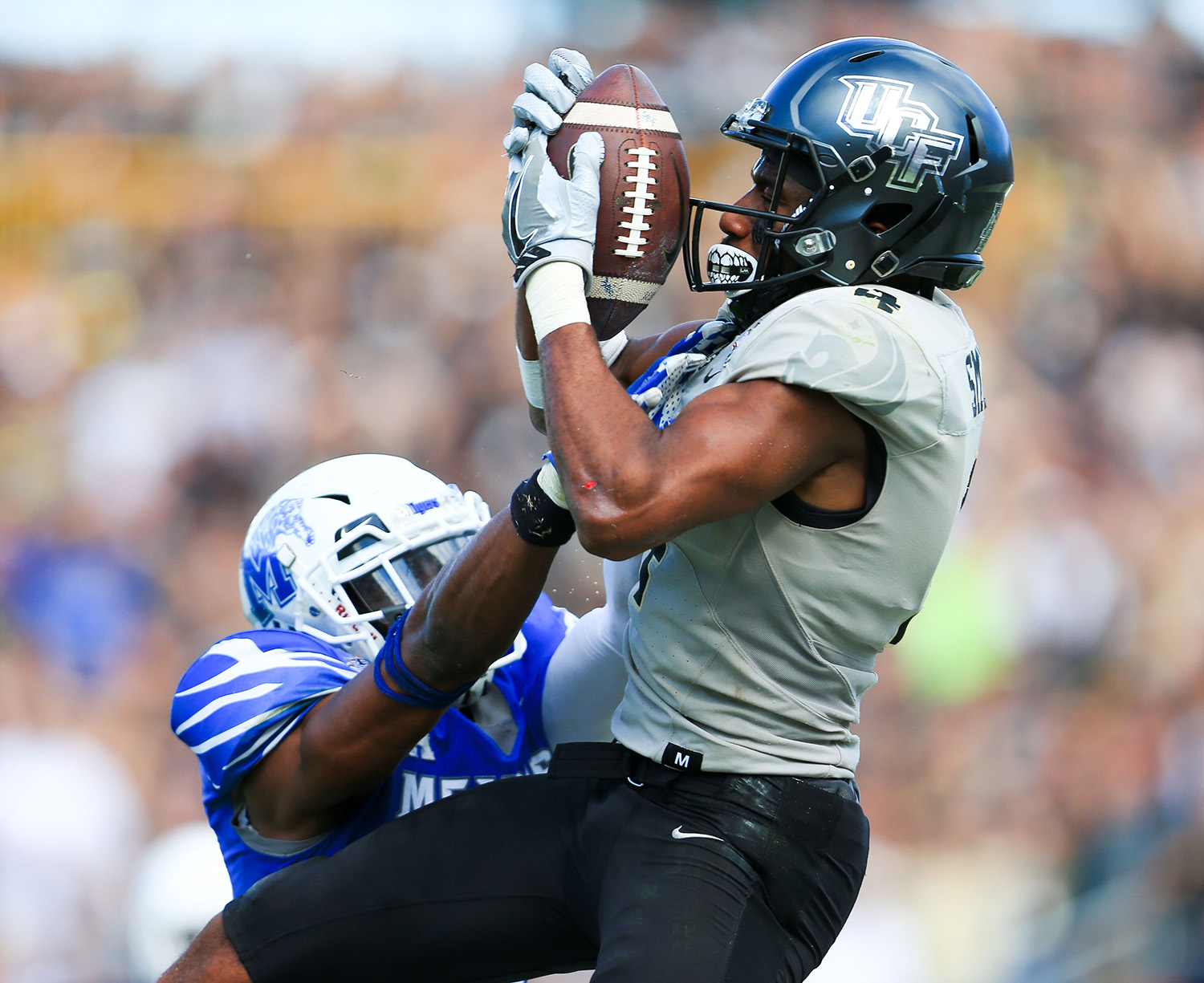 Dec 2, 2017; Orlando, FL, USA; UCF Knights wide receiver Tre'Quan Smith (4) catches a touchdown pass in front of Memphis Tigers linebacker Darian Porter (29) during the second half at Spectrum Stadium. Mandatory Credit: Matt Stamey-USA TODAY Sports